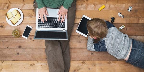 5 طرق تعمل التكنولوجيا على تغيير الأبوة والأمومة