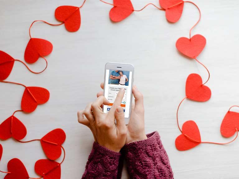 سبع نصائح للعثور على الحب عبر الإنترنت فوق سن الخمسين