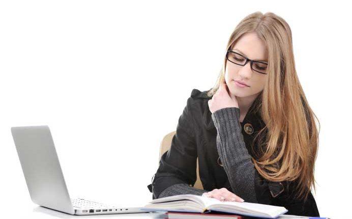 كيفية البحث عن دروس جامعية مجانية عبر الإنترنت