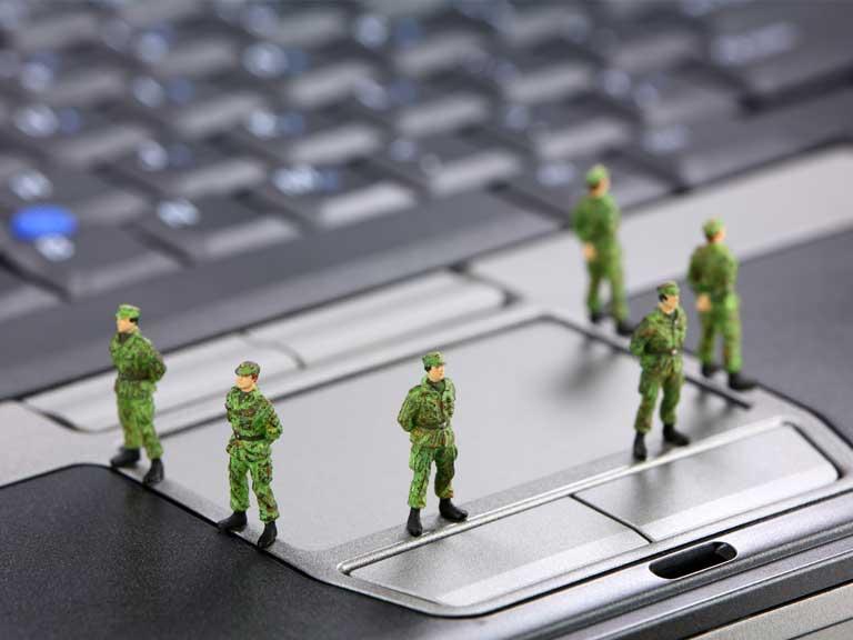 دليلك إلى الأمان عبر الإنترنت: تجنب عمليات الاحتيال والفيروسات