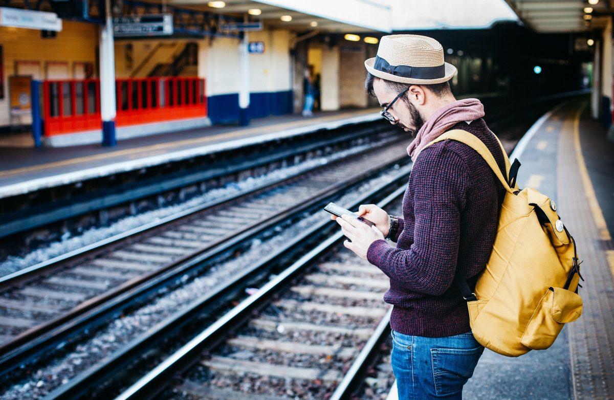 20 تطبيقًا يجب أن يكون لديك للسفر لا يمكنك البقاء على قيد الحياة بدونها Android و iOS